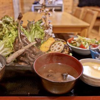 鹿スペアリブ定食(八ヶ岳小僧)