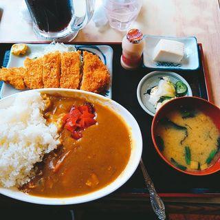 カレーライスチキンカツ付(<民宿>しをみ食堂 )
