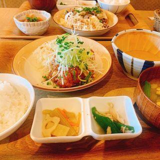からあげととろろの定食(kawara CAFE & DINING FORWARD 福岡店 )