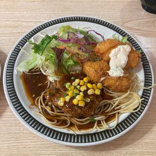 ハンバーグ&カニクリームコロッケ定食(ふうらい坊)