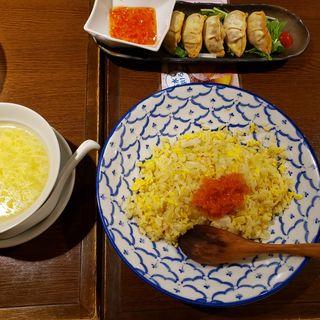 帆立とネギの白出汁チャーハンと揚げ餃子(ロンフーダイニング)