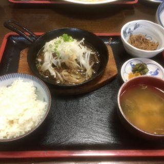まぐろほほ肉ステーキ定食(食事処かどや )