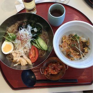 冷やし中華風冷麺とミニビビンバ(習志野カントリークラブ キング&クイーンコース)