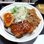 牛煮玉子豚角煮丼