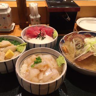 その日まかせのまんぷく丼3種(町のすし屋 四季花まる すすきの店)
