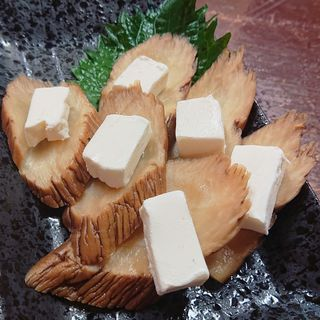 いぶりがっこのクリームチーズのせ(日の出酒場)
