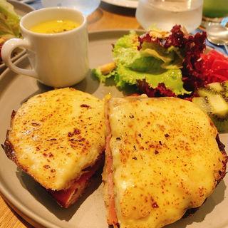 本日のサンドイッチプレート(THE SANDWICH STAND)