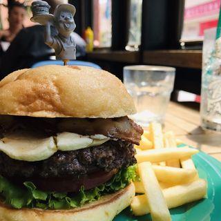 メロンパンベーコンクリームチーズバーガー(Burger Factory)
