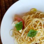 モッツァレラ・フレッシュトマト・バジル入り冷製パスタ