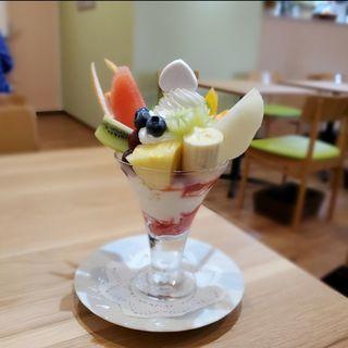 フルーツパフェ(東京桃果 フルーツガーデン)
