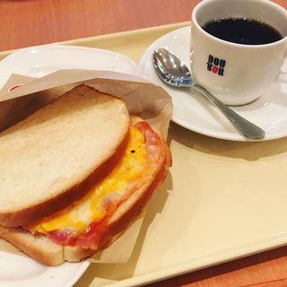 ホットサンド 3種のチーズとベーコン・エッグ(ドトールコーヒーショップ 湯島春日通り店 )