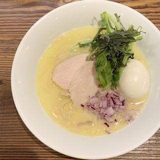鶏骨塩湯らぁ麺 味付け半熟卵付き(下北澤 Ramen KUWAJIMA)
