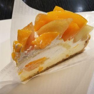 マンゴーと桃のケーキ(カフェコムサ 池袋店)