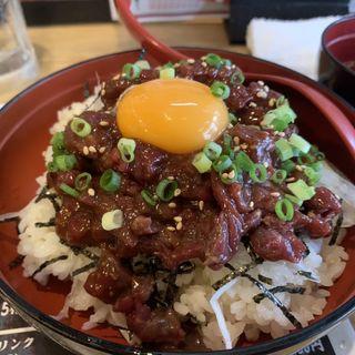 桜ユッケ丼定食(馬鹿うま 西新宿本店 )