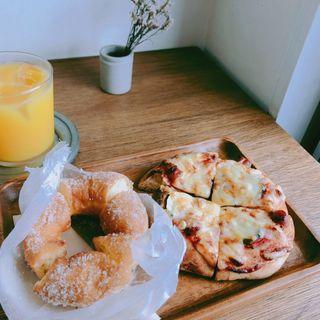 レモンドーナツとピザパン(Chigaya (チガヤ))