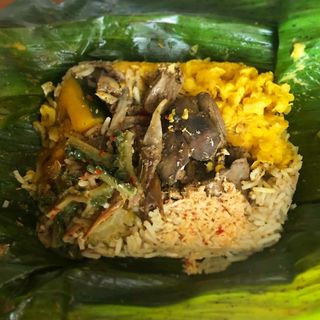 スリランカカレー弁当(鶏レバー)(バダピリラ)