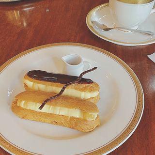 アンティークブレンドコーヒーとエクレアのセット(銀座トリコロール 本店)