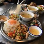 鶏挽肉と野菜のバジル炒め