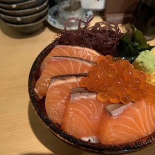 炙りサーモン丼(熊だ)