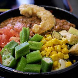 夏野菜のキーマカレーうどん(極楽うどん Ah-麺)