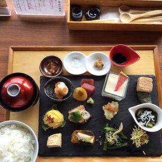 一汁十二菜ランチ(ちょうつがひ 阪急グランドビル店 )