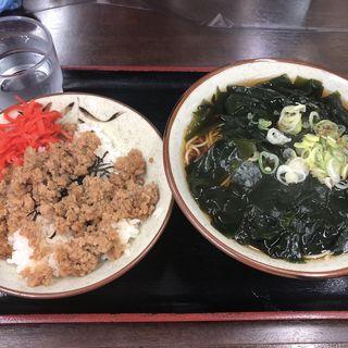 鶏そぼろ丼セット わかめトッピング(そばよし 京橋店)