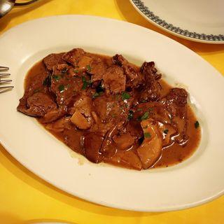 牛フィレ肉のスライスとポルチーニ茸のソテー(ラ・ビスボッチャ (LA BISBOCCIA))