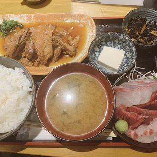 尾の身の煮付けと刺身3品定食(魚彩 はざま)