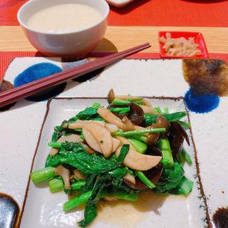 青菜とキノコの塩炒め