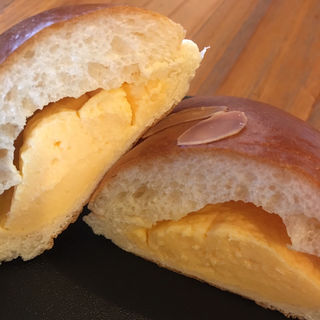 クリームパン(ベーカリーフェーブ)