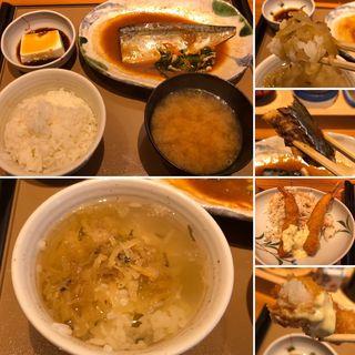 サバの味噌煮定食にエビフライ