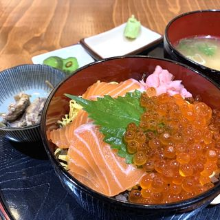 生サーモンいくら丼(ミニ)