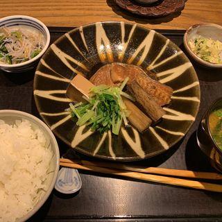 本日の魚の煮付け(いしだや)