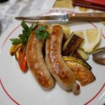 粗挽きソーセージと野菜の鉄板焼き