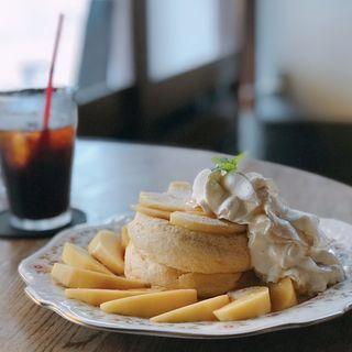 季節のフルーツパンケーキセット(イリヤプラスカフェ (iriya plus cafe))