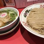 つけそば大 豚足トッピング(そばつゆ)(カドヤ食堂 本店 (かどやしょくどう))
