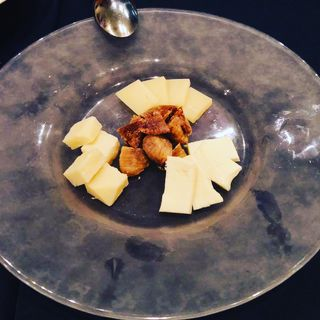 チーズの盛り合わせ(アロマ・クラシコ )