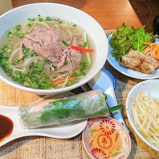 牛肉しゃぶしゃぶフォーセット(ベトナムちゃん (【旧店名】Saigon×Saigon サイゴンサイゴン))