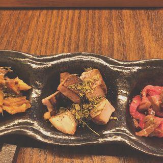 ほんまおつカレーセットの日替わり3品~肉祭り編~