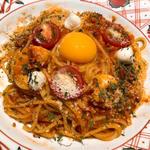 海老とモッツァレラチーズのカルボナーラチリトマトソース