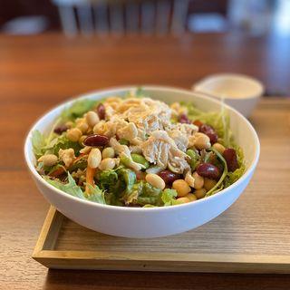 CENTRE サラダ(チキンとミックスビーンズ)、ゴマドレッシング