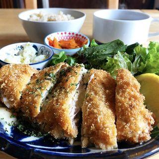 柚子胡椒とチーズのミルフィーユカツ(タベルトマル二条城 okatte)
