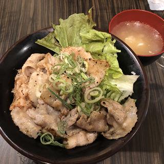 炭火焼き塩ダレ豚丼 180g(精肉・卸の肉バルSanoso (サノソウ))