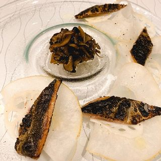 秋刀魚の薫製と梨 キノコソース