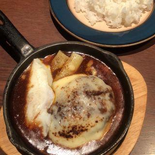 煮込みチーズハンバーグセット(てんしん堂)