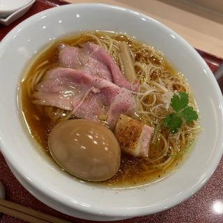 比内地鶏とホロホロ鳥の味玉蔵出し醤油そば(麦と麺助 新梅田中津店)