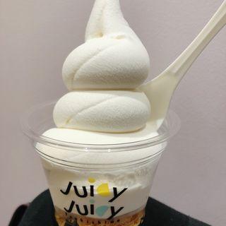 ヨーグルトミルクソフト( juicy  juicy tsukishima)