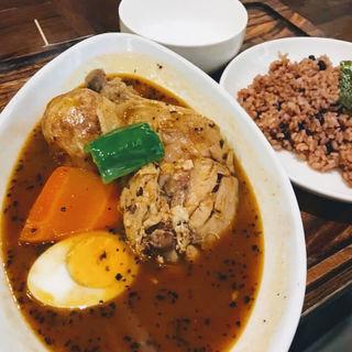 骨付きチキンのスープカレー(心 下北沢店 (カレーショクドウ ココロ))