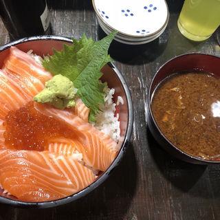 サーモンいくら丼(豪快 立ち寿司 本町店 )