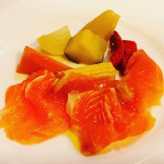 スモークサーモンと季節野菜の蒸し煮
